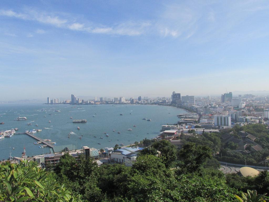 Вид на город Паттайя со смотровой площадки